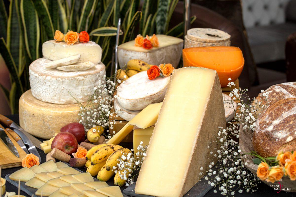 sabor-y-caracter-queso-gastronomia-gourmet-experiencias-servicio-mesa-de-quesos