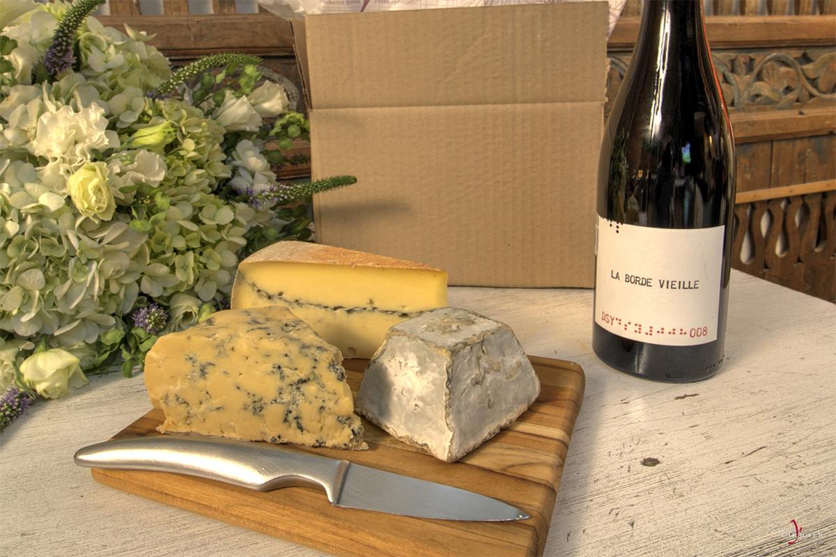 sabor-y-caracter-queso-gastronomia-gourmet-cheese-club-presentación-queso-tabla-de-madera