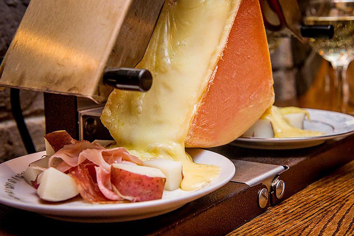 sabor-y-caracter-queso-gastronomia-gourmet-experiencias-servicio-raclette-party-queso-raclette-mexico
